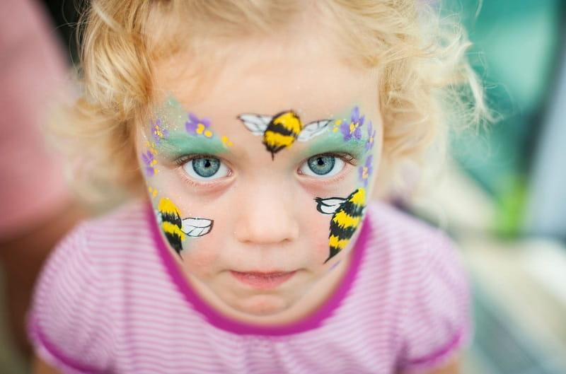 белая точка на деснах у ребенка фото